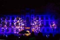 Illuminiertes Portal des Universitätsgebäudes beim Rostocker Lichtfest (c) Frank Koebsch (1)