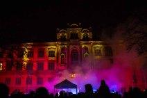Illuminiertes Portal des Universitätsgebäudes beim Rostocker Lichtfest (c) Frank Koebsch