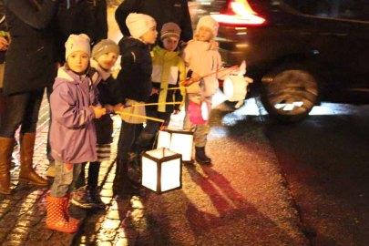 Laternenkinder bei der Rostocker Lichtwoche (c) FrankKoebsch