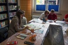 Malen mit Bewohnern der Szialtherapie Gut Adolphshof in Middelhagen (c) Frank Koebsch (3)