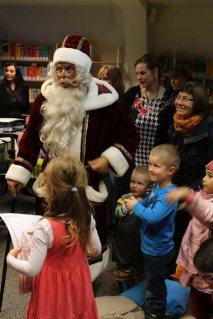 Der Weihnachtsmann in der Stadtbibliothek (c) Frank Koebsch (3)