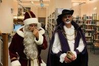 Der Weihnachtsmann und der gestiefelte Kater in der Stadtbibliothek Rostock (c) Frank Koebsch