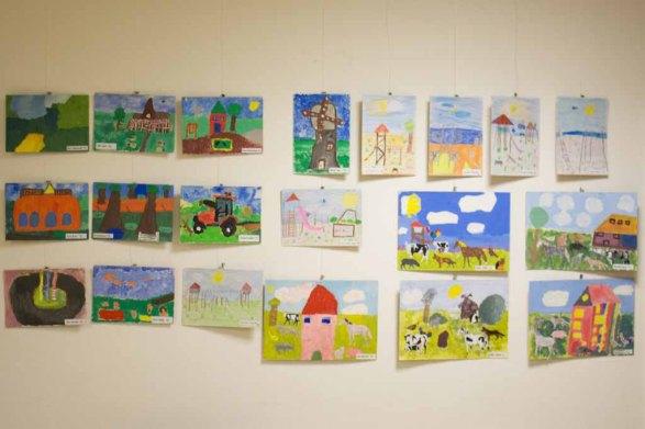 Teilnehmer der Altersgruppe von 8 bis 9 Jahren am Malwettbewerb - Unser Dorf (c) Frank Koebsch (1)