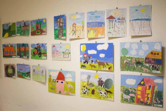 Teilnehmer der Altersgruppe von 8 bis 9 Jahren am Malwettbewerb - Unser Dorf (c) Frank Koebsch