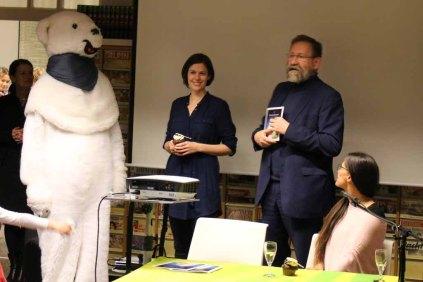 Zoodirektor Udo Nagel stellt Karolin Köhn und Konstanze Zelck vor (c) Frank Koebsch