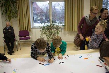 Kinder beim Malen in Groß Lüsewitz (c) Frank Koebsch (5)