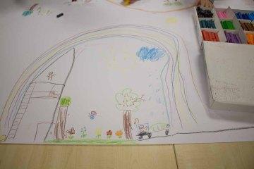 Kinder malen ihr Dorf in Groß Lüsewittz (c) Frank Koebsch (1)