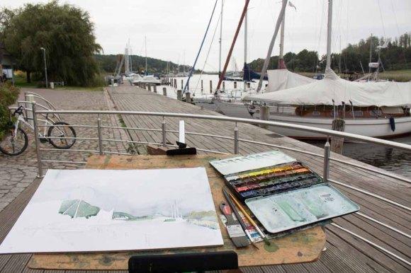 Ein Aquarell entsteht im Hafen von Seedorf (c) Frank Koebsch (1)