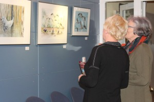 Besucher der Ausstellung von Hanka u Frank Koebsch im Graal Müritz ((c) Andrea Conteduca (2)
