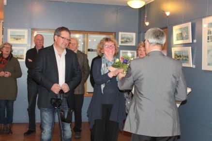 Dr Bernd Kuntze eröffnet die Ausstellung von Hanka u Frank Koebsch in Graal Müritz (c) Andrea Conteduca (1)