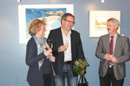Dr Bernd Kuntze, Hanka u Frank Koebsch bei der Eröffnung ihrer Ausstellung im Haus des Gastes Graal Müritz (c) Andrea Conteduca