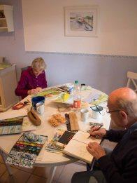 Abschlussarbeiten an der Aquarellen in der Ferienwohnung in Middelhagen (c) Frank Koebsch (1)