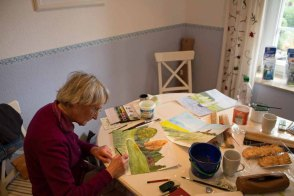Abschlussarbeiten an der Aquarellen in der Ferienwohnung in Middelhagen (c) Frank Koebsch (2)