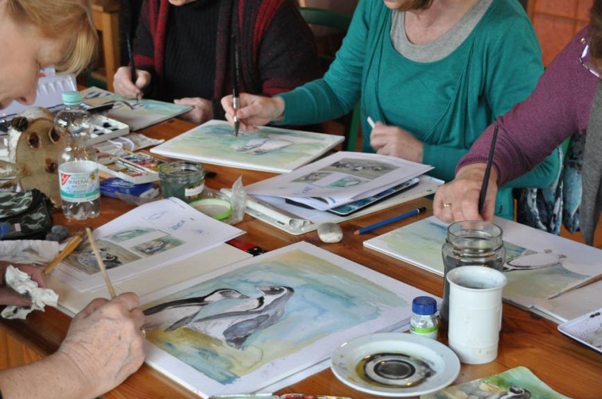 Pinguine malen im Kursraum des Rostocker Zoo´s (c) Maria Zepplin (4)