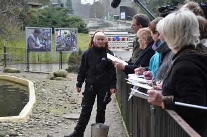 Skizzieren bei den Pinguienen des Rostocker Zoos (c) Maria Zepplin (1)