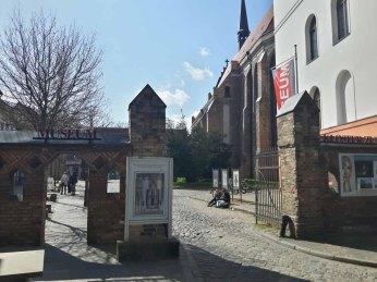Eingang zum Klosterhof in Rostock (c) Frank Koebsch