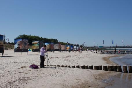 Open Air Installation am Strand von Zingst des Umweltfotofestival - horizonte zingst - 2016 (c) FRank Koebsch (4)