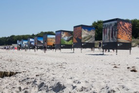 Open Air Installation am Strand von Zingst des Umweltfotofestival - horizonte zingst - 2016 (c) FRank Koebsch (6)