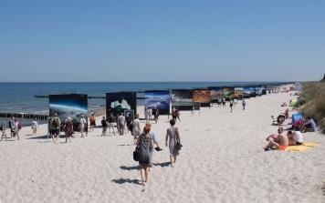 Open Air Installtion am Strand von Zingst des Umweltfotofestival - horizonte zingst - 2016 (c) Hanka Koebsch