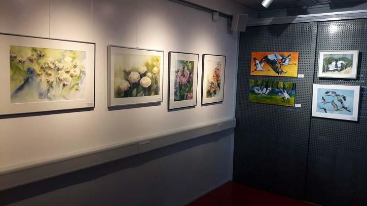 Blumen und Kranich Aquarelle von Hanka und Frank Koebsch im Atelier Natur des Rostocker Zoos (c) Frank Koebsch