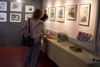 Die letzten Vorbereitungen für die Ausstellungseröffnung im Atelier Natur (c) Frank Koebsch