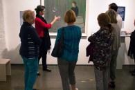 Frau Dr. Susanne Knuth erläutert das Bild - Seifenblasen - von Rudolf Bartels im Kulturhistorischen Museum Rostock (c) Frank Koebsch