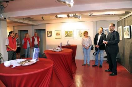 Udo Nagel eröffnet die Ausstellung von Hanka und Frank Koebsch im Rostocker Zoo (2)