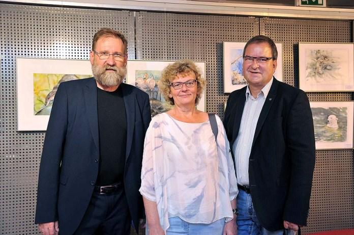 Udo Nagel, Hanka und Frank Koebsch bei der Ausstellungseröffnung im Rostocker Zoo