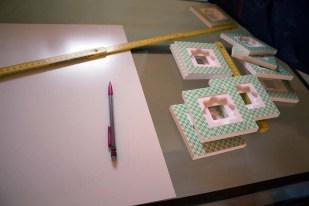 Vorbereitung der Drucke der Kranich Aquarelle zur Hängung (c) FRank KOebsch