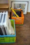 Vorbereitung für die Ausstellung von Kranich Aquarellen beim NABU Schwerin (c) FRank Koebsch (1)