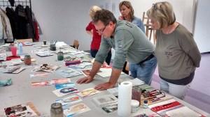 Wir malen mit Frank Koebsch Weihnachtskerzen auf verschidenen Aquarellpapier (c) Bernd Sturzrehm (2)