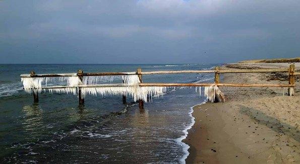 Eisige Ostsee am Darßer Ort (c) FRank Koebsch (1)