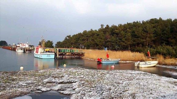 Winter im Nothafen Darßer Ort (c) FRank Koebsch