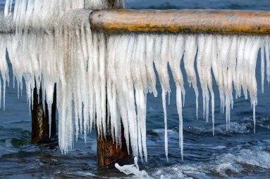 Wunderbare Eiszapfen an der Ostsee (c) FRank Koebsch (1)