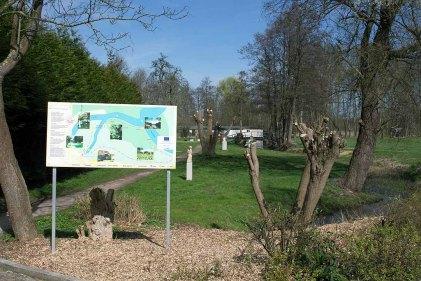 Rundweg auf den Bürgenmeisterwiesen beim Kunstmuseum Schwaan (c) FRank Koebsch