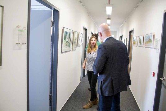 Besucher in der Ausstellung Wildes Land im Staatliches Amt für Landwirtschaft und Umwelt (c) FRank Kiebsch ().