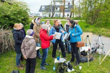 Frau Bülow, vom NDR Hörfunk interviewt Anke Gruss im Workshop Acryl Malerei (c) FRank Koebsch (4)