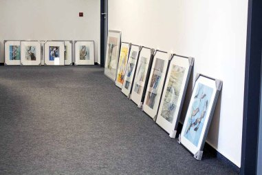 Sortieren der Bilder für unsere Ausstellung Wildes Land (c) Frank Koebsch (1)