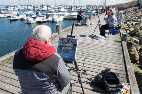 Thomas Freund bei der Plein Air Malerei imit Öl im Hafen von Kühlungsborn (c) Frank Koebsch (1