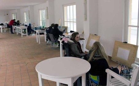 Workshop Acrylmalerei im Konzertkarten Ost während des Plein Air Festivals in Kühlungsborn (c) FRank Koebsch (2)