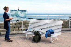 Anke Gruss malt Ostsee Wellen beim Plein Air Festival in Kühlungsborn (c) FRank Koebsch