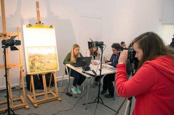 Digitalisieren der Bilder beim Plein Air Festival in Kühlunsborn (c) FRank Koebsch