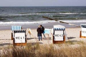 Freies Malen am Strand von Kühlungsborn im Rahmen des Plein Air Festivals (c) FRank Koebach (7)