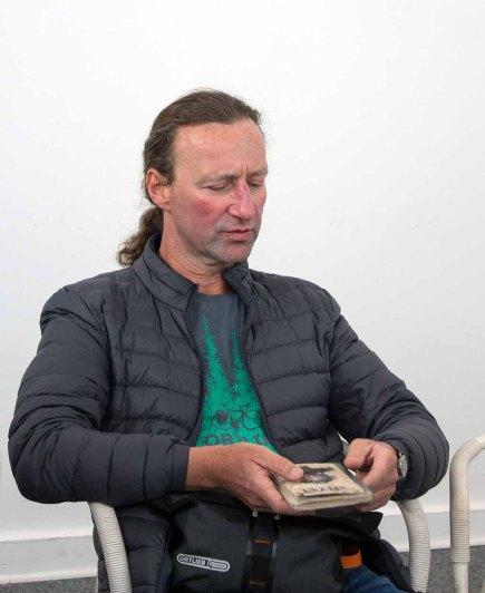 Jens Hübner stellt sein Skizzenburch von seiner Indienreise vor (c) FRank Koebsch (2)