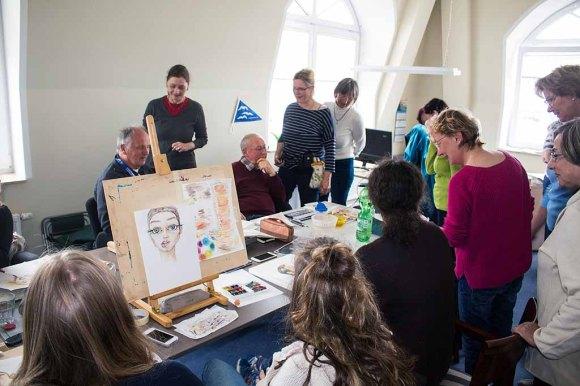 Karikaturisten und Aquarellmalen tauschen sich im Hafenhaus Kühlungsborn aus (c) FRank Koebsch (1)