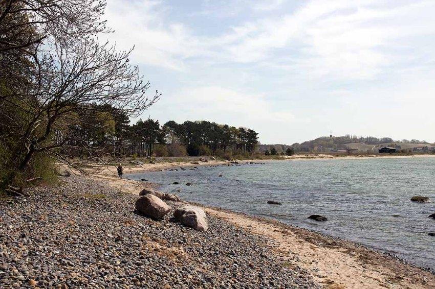 Strand von Klein Zicker Blick auf den Lostenberg (c) Frank Koebsch