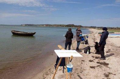 Entspannter Plausch beim Malen am Strand zwischen Klein Zicker und Thiessow (c) Frank Koebsch