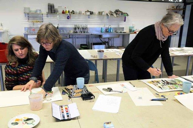 Gemensam workshop och arbete med utställningskatalog, januari 2015, på Nordiska Akvarellmuseet. Från vänster till höger Kitty Crowther, Harriët Van Reek