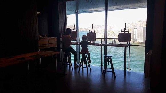 Jeder kann sich im Nordischen Aquarellmuseum ausprobieren (c) Frank Koebsch