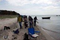 Zuschauer beim Malen am Strand zwischen Klein Zicker und Thiessow (c) FRank Koebsch (1)